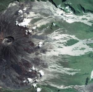 Le volcan le piton de la fournaise vue de l espace