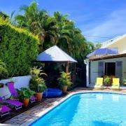 piscine et façade droite