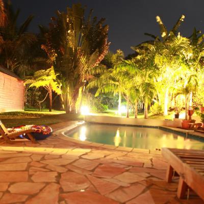 piscine et jardin de la location de nuit