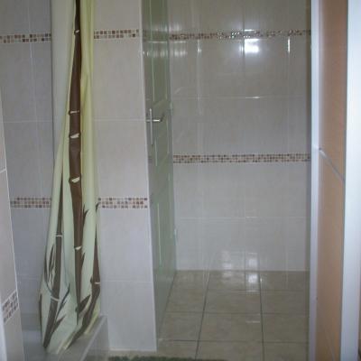 salle de bain du studio et 3ème salle d'eau de la location