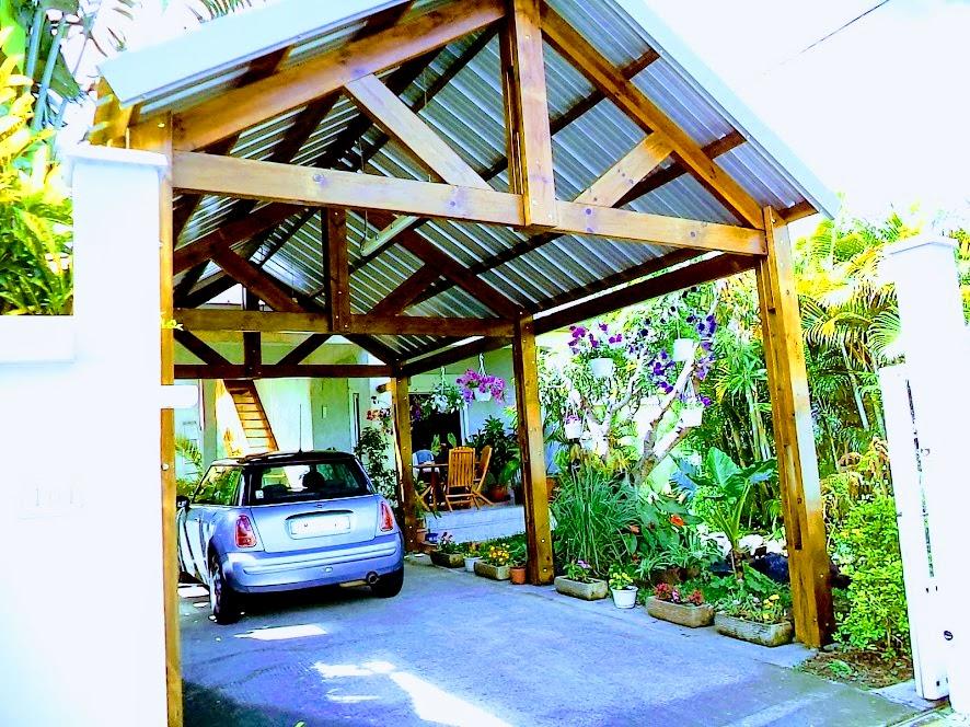 villa F3 et escalier du studio à gauche